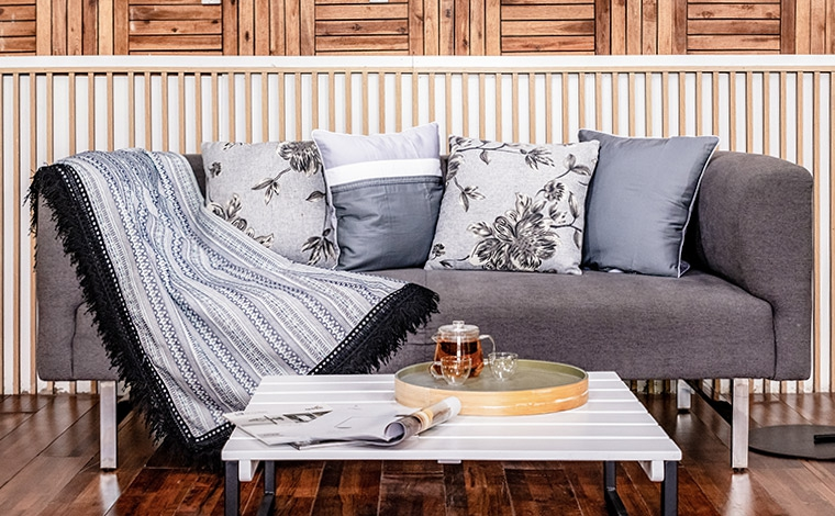Sofa đôi chân inox