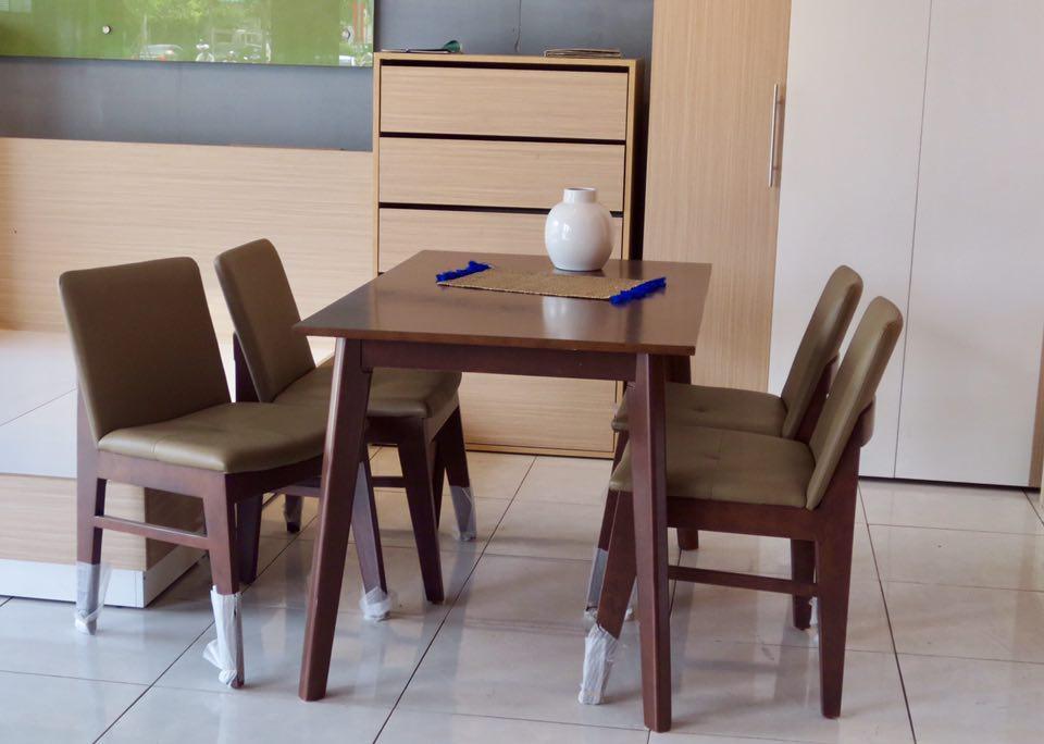 Bộ bàn ăn 4 ghế OBAMA màu nâu